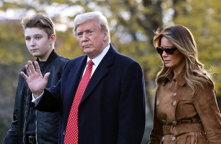 Cựu Tổng thống Trump bị 𝐚́𝐦 𝐬𝐚́𝐭 ở dinh thự Mar-a-Lago bởi một tay 𝐬𝐮́𝐧𝐠 𝐛𝐚̆́𝐧 𝐭𝐢̉𝐚