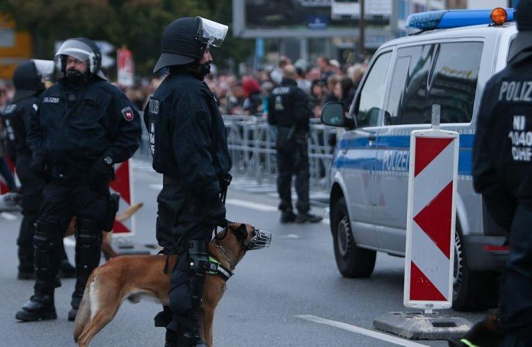 B̵ị̵ ̵t̵ấ̵n̵ ̵c̵ô̵n̵g̵ bất ngờ ở Mecklenburg-Vorpommern; phá cửa g̵i̵ế̵t̵ ̵n̵g̵ư̵ờ̵i̵ ̵c̵ư̵ớ̵p̵ của ở Berlin